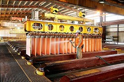 A175-00151_Worker_Cleaning_Copper_Cathodes_In_Escondidas_Electro_Winning_Shed_Chile.jpg
